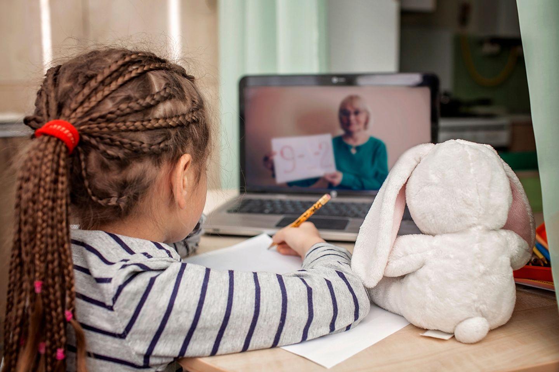 Die Welt nach Corona: Digitaler Unterricht auch für die Kleinsten - wie das sinnvoll funktionieren kann, darüber macht sich die Bildungswissenschaftlerin Nele Hirsch Gedanken