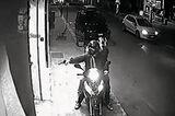 2012 attackieren diese zwei 'Ndrangheta-Mitglieder Ladenbesitzer wegen ausstehender Schulden