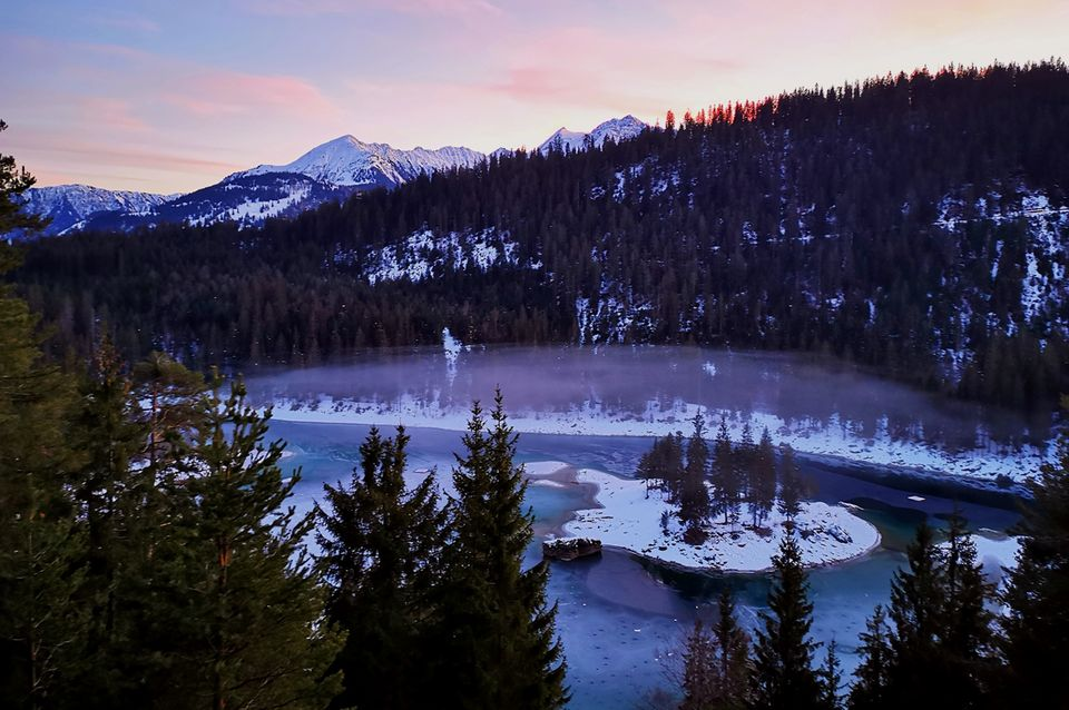 Winterabend am Caumasee