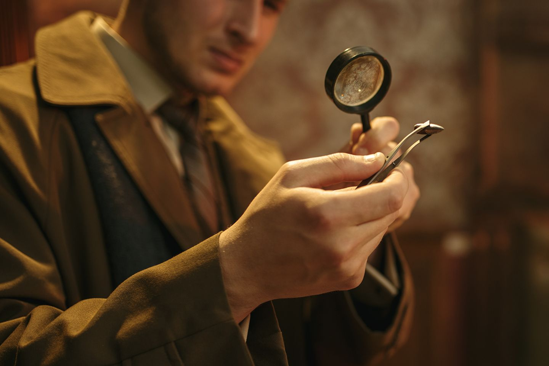 Detektiv untersucht Munition