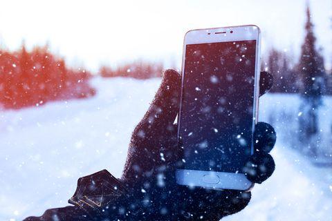 Smartphone-Nutzung im Winter