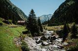 Bach am Lukmanierpass in der Schweiz