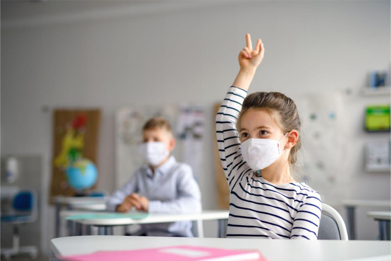 Bildungslücken wegen Corona: Schule und Pandemie, das passt so gar nicht zusammen. Wenn die Schulen wegen hoher Infektionszahlen komplett geschlossen bleiben müssen, erhöht das die Ungleichheit unter den Schülerinnen und Schülern, sagen Experten
