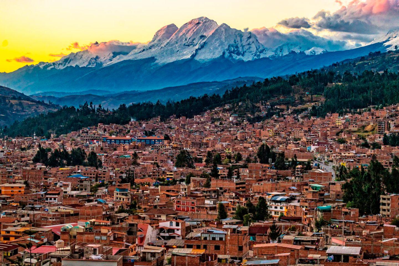 120.000 Menschen leben in der peruanischen Stadt Huaraz, am Fuße des Cordillera Blanca, einer der höchsten Gebirgsregionen Südamerikas. Weil der Klimawandel Gletscher schmelzen lässt, fürchten Forscher eine Flutkatastrophe