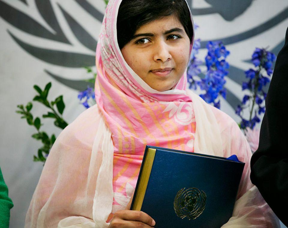Jetzt müssen die Erwachsenen zuhören: An ihrem 16. Geburtstag hat die pakistanische Bloggerin Malala eine bewegende Rede vor Politikern aus aller Welt gehalten.