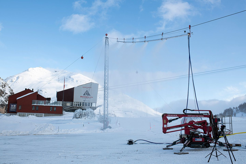 Pilotprojekt in der Schweiz: Testanlage des Mortalive Projektes an der Diavolezza Talstation in der Schweiz. Mit der neuartigen Beschneiungsanlage wollen Glaziologen den Gletscherschwund aufhalten