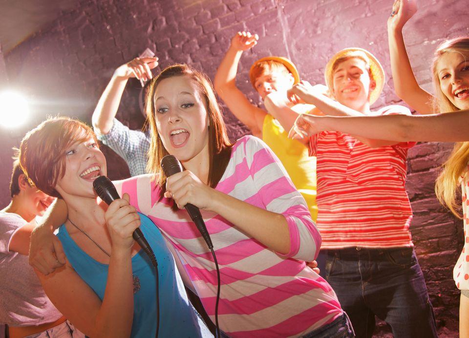 Schreibwettbewerb: Wo man singt, da lass' dich ruhig nieder - böse Menschen kennen keine Lieder ;)