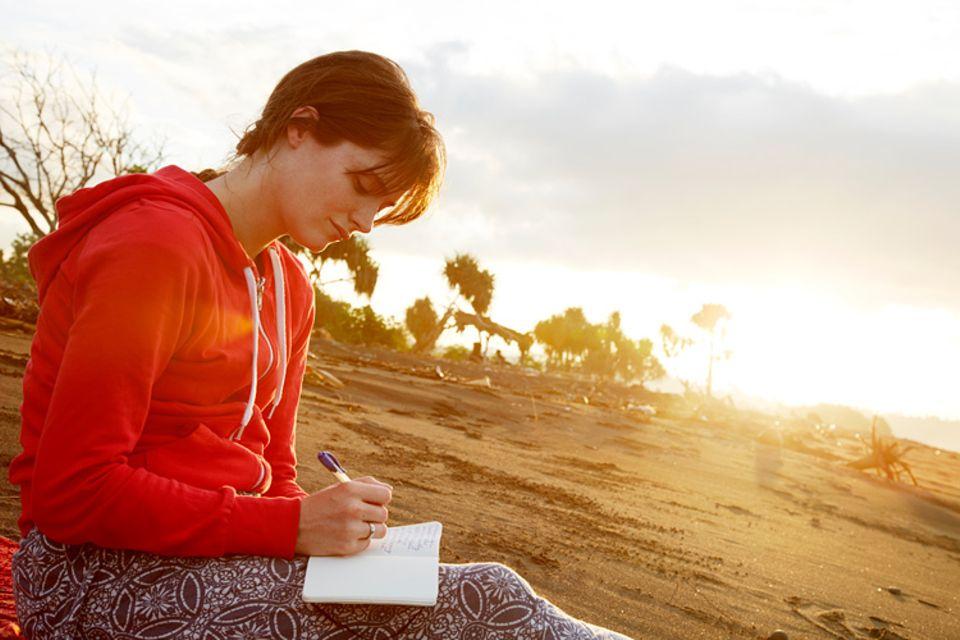 Schreibwettbewerb: Diesen Monat suchen wir für unseren Schreibwettbewerb die schönsten und witzigsten Tagebuch-Geschichten und -Gedichte