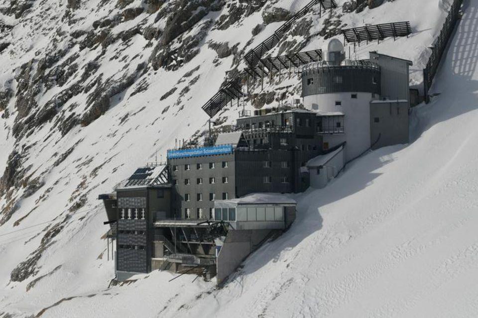 Auf der Zugspitze liegt Deutschlands höchstgelegene Umweltforschungsstation Schneefernerhaus. Der Ausbruch des Ätna ist hier messbar gewesen