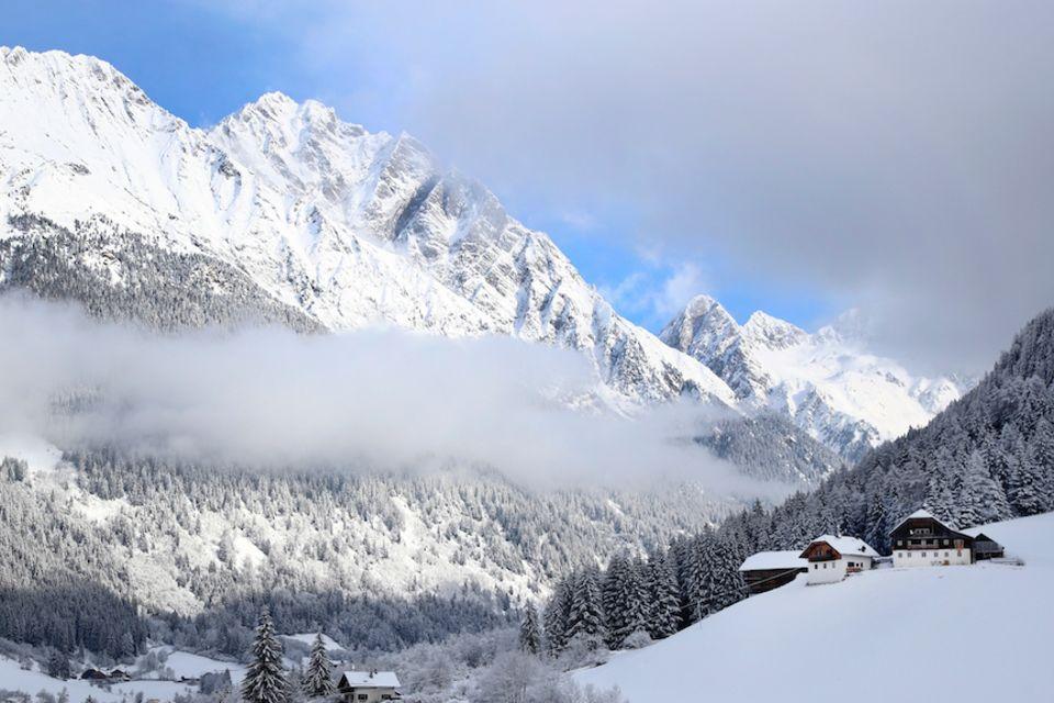 Schneepanoramen wie hier im italienischen Antholz sind innig mit unserem Bild der Alpen verbunden. Doch die Schneesaison ist heute deutlich kürzer als noch vor 50 Jahren - mit teilweise gravierenden Folgen für den Klimawandel