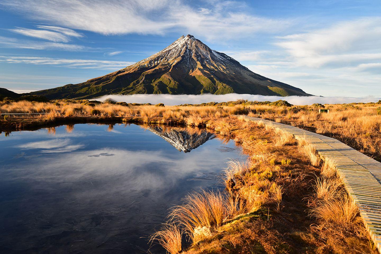Blick auf den Mount Taranaki an einem sonnigen Tag in Neuseeland