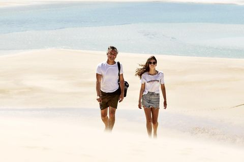 12. Tag, Molin und Hauke auf einer Sanduene auf Bazaruto Island