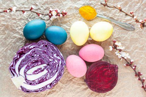 Bunt gefärbte Ostereier mit Naturfarben