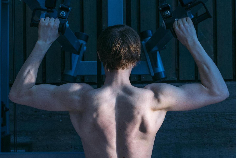 Die Muskulatur zu stärken, ist eine Lebensaufgabe. Nicht nur, weil Training dabei hilft, Koordination und Kraft zu erhalten. Sondern weil dabei auch die Botenstoffe der Muskeln gebildet werden: Myokine, die uns vor Krankheiten schützen