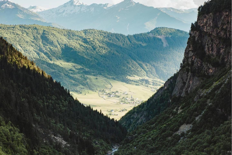 Swanetien, Georgien. Blick auf ein Seitental nahe Mestia.