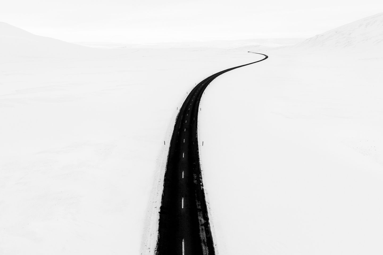 Den ersten Platz des Wettbewerbs belegte Tim Nevell - mit einem Drohnenfoto aus dem winterlichen Norden Islands