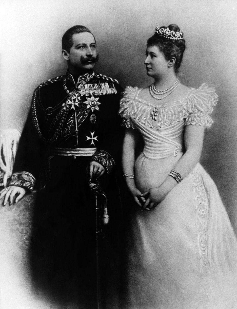 Hochzeitsbild von Kaiser Wilhelm II. und Kaiserin Auguste Victoria (Aufnahmedatum unbekannt)