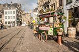 Ein Süßigkeitenwagen steht in den Straßen von Gent
