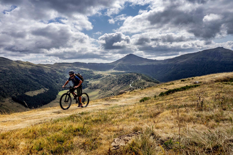 Fahrrad-Stercken rund um dasfranzösische Massiv des Cantal sorgen für ein nicht enden wollendes Auf und Ab