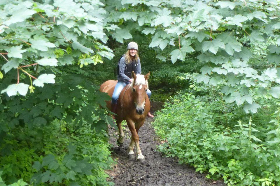 Anke Sparmann reitet gerne, etwa im Teutoburger Wald