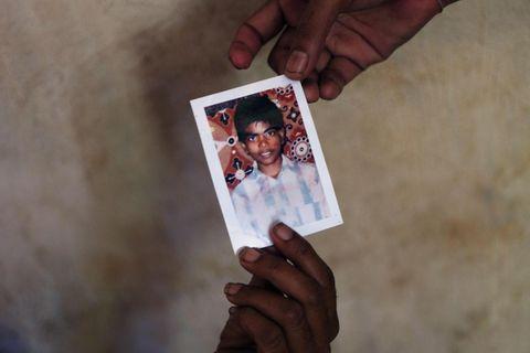 Singhalesische Soldaten verschleppten den jungen Tamilen Antany Vaiththeeswaran im Jahr 2009. Seiner Mutter und seiner Schwester blieb nur eine Fotografie als Erinnerung