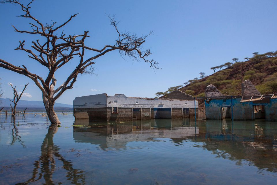 Geflutetes Gebäude am Baringo-See