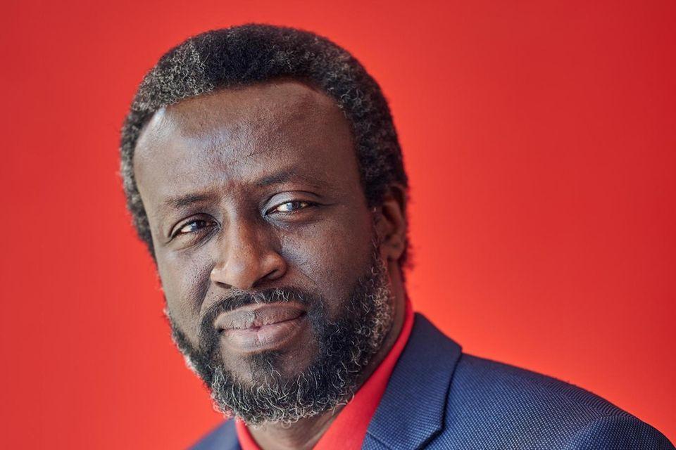 """AbdoulayeBoussohat Krisenmanagement in Paris studiert und Medizin in Dakar, machte einen Master in öffentlichen Finanzen und einen in Politologie. Er ist als Chirurg tätig, war mit """"Ärzten ohne Grenzen"""" in Haiti, Nigeria und der Elfenbeinküste, beriet das Gesundheitsministerium und war Vizepräsident der Vereinigung senegalesischer Ärzte"""