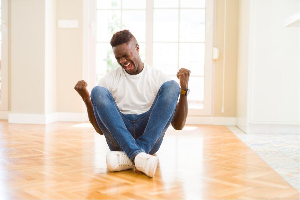Im Gegensatz zu anderen Primaten können Menschen aus voller Kehle schreien, wenn sie Freude fühlen. Das wiederum löst starke Gehirnaktivitäten bei ihren Mitmenschen aus
