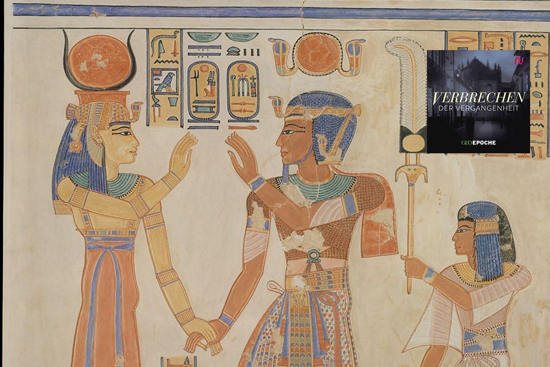 Wie alle Pharaonen genießt auch Ramses III. (Mitte) nach Vorstellung der Ägypter den Schutz der Götter, hier empfängt die kuhhörnige Hathor den Pharao im Totenreich