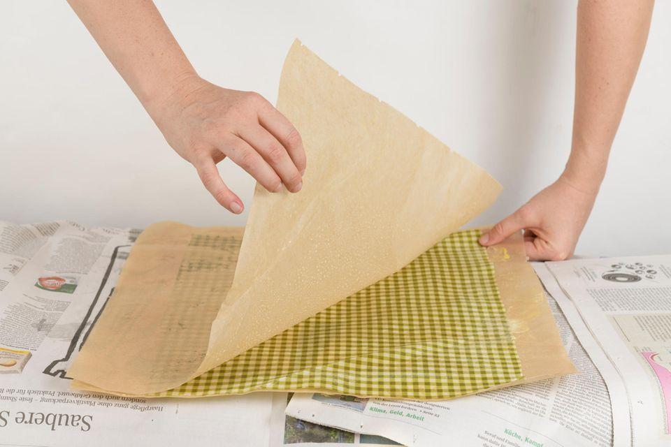 Zieht das Backpapier nach dem Bügeln zügig ab