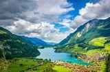 Blick auf den Lungernsee in der Schweiz