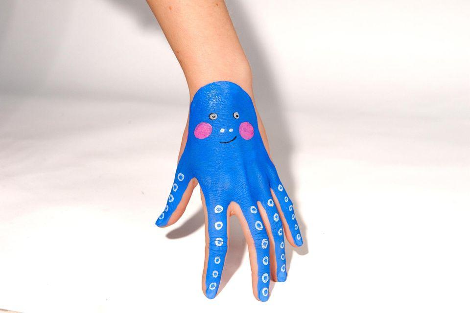 Schminken: Tierische Hände