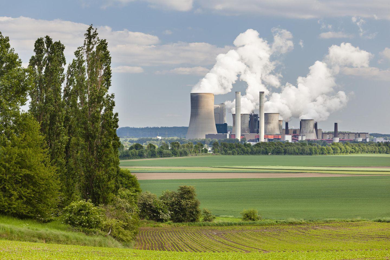 Das Braunkohle-Kraftwerk Niederaussem in Nordrhein-Westfalen blies 2016 rund 24,8 Millionen Tonnen CO2 in die Atmosphäre