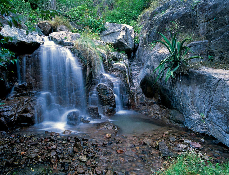 Wasserfall tierf im Copper Canyon