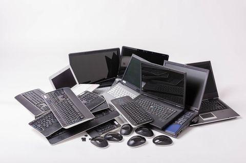 Laptops liegene auf einem Stapel