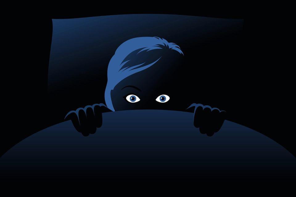 Schlaflos aus Furcht: Eine übersteigerte Angst vor Dunkelheit kann viele Ursachen haben