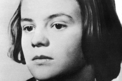 Das undatierte Foto zeigt Sophie Scholl, Mitglied der «Weißen Rose». In Flugblättern prangerte die Widerstandsgruppe die Verbrechen der Nationalsozialisten an. Nach einer Flugblattaktion am 18. Februar 1943 wurden Scholl und andere verhaftet und zum Tode verurteilt
