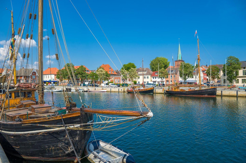 Schiffe im Hafen von Neustadt Holstein