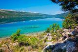 Vrana See bei blaumen Himmel auf der Insel Cres