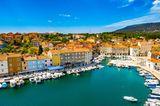 Hafen der Stadt Cres auf der Insel Cres, Kroatien