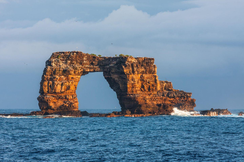 Felsformation Darwin's Arch in Galapagos in Ecuador