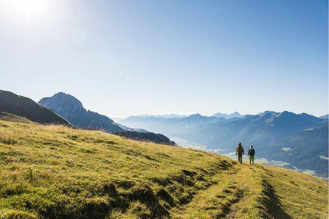 Wanderer in der Region Nassfeld-Pressegger See