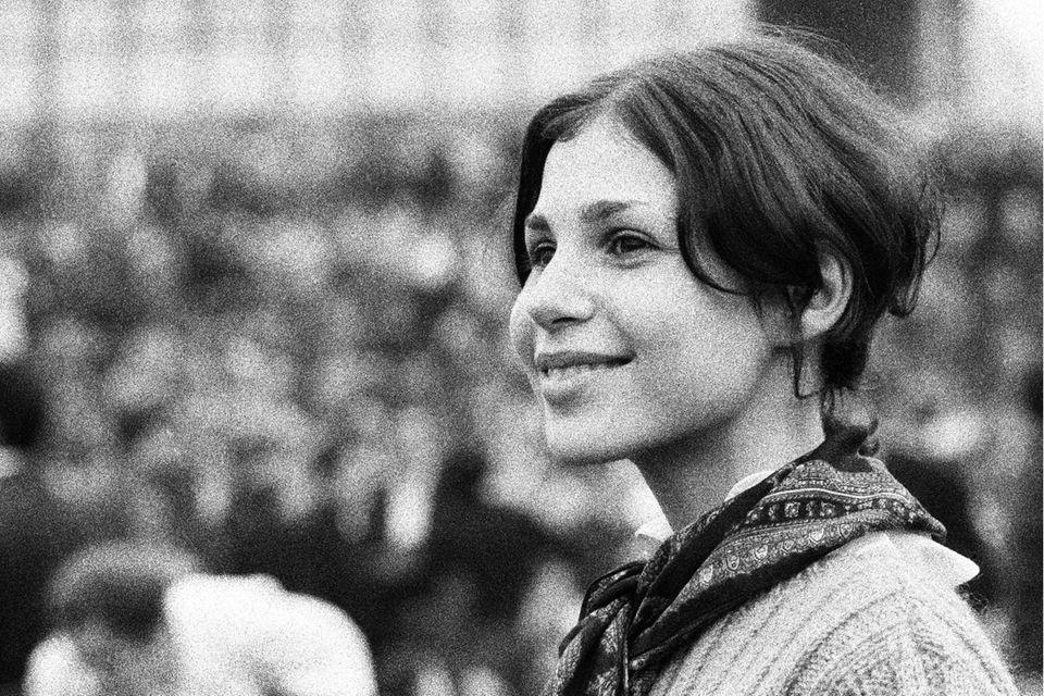 Eine junge Frau nimmt an der Studentenrevolte von 1968 teil - diese war auch ein Teil der sexuellen Befreiung