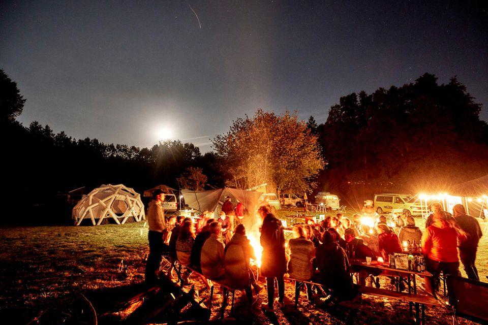 Ahoi WALDEN Camp 2021: Lagerfeuer-Küche und -Konzerte, Workshops, Lesungen und viele weitere Highlights gibt es auf dem Camp-Wochenende