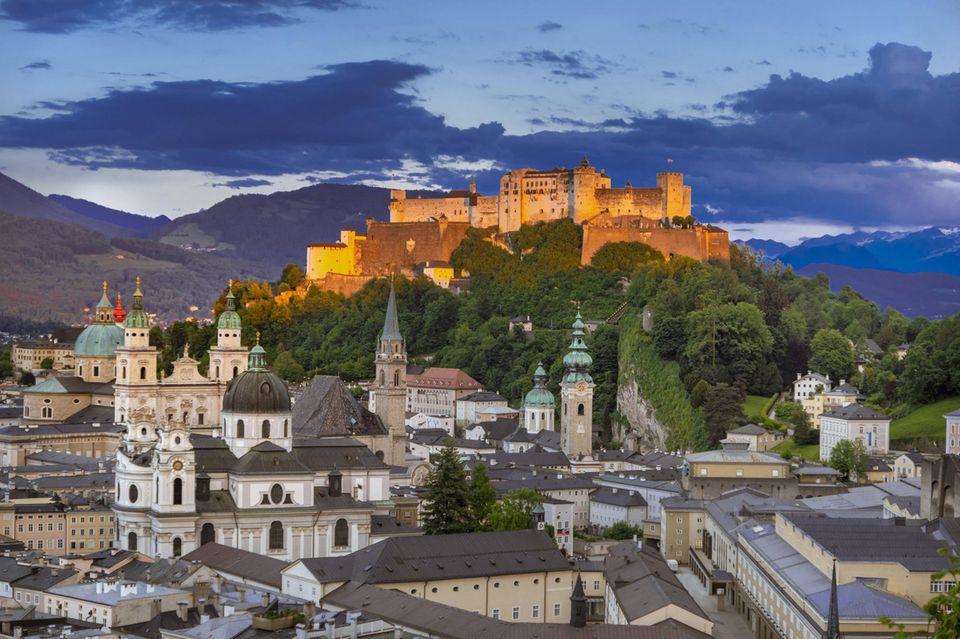 Salzburgs Altstadt mit Blick auf die Hohensalzburg