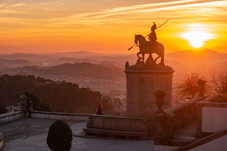 Die Wallfahrtskirche des Bom Jesus do Monte von Braga zählt zum Weltkulturerbe des Unesco und bietet zu jeder Tageszeit einen wunderschönen Ausblick
