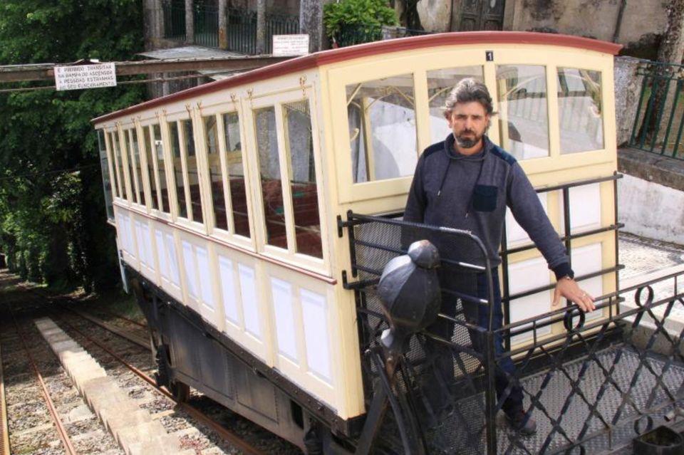 Bruno Coroas kümmert sich um eine reibungslose Fahrt der ältesten Wasserballast-Standseilbahn der Welt