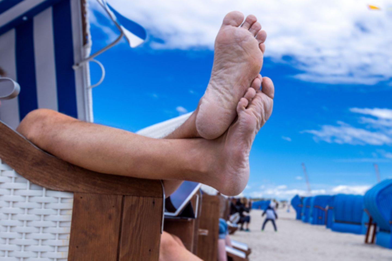 Viele Deutsche haben schon Urlaubspläne geschmiedet, was Reisende beachten sollten, bevor sie die Füße hochlegen können