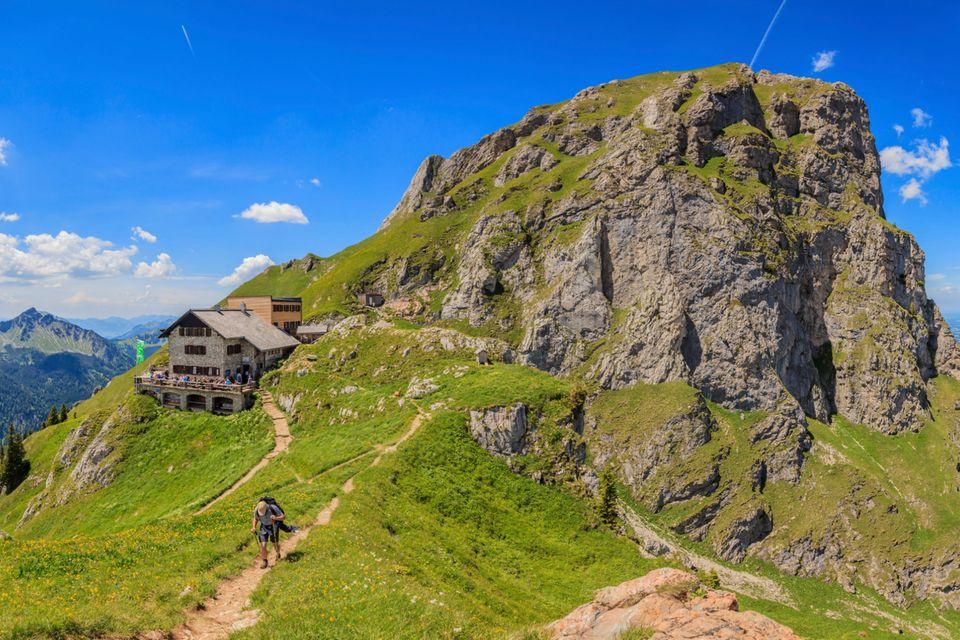 Blick auf das Aggenstein mit Bad Kissinger Hütte