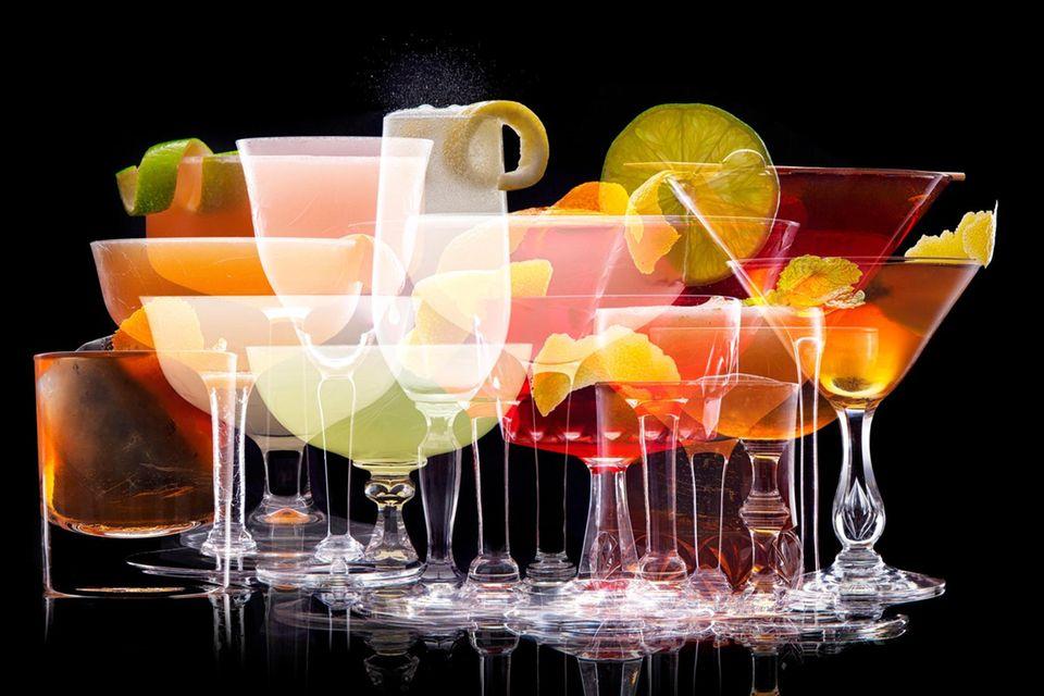 Bunte Mischung: Wer sich quer durch die Cocktailkarte trinkt, hat am nächsten Tag einen Kater. Schuld daran ist nicht das Durcheinander, sondern die Alkoholmenge